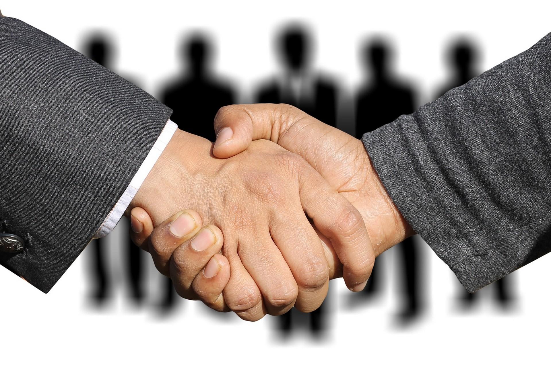 SALLE-SEMINAIRE-RECEPTION-CHERBOURG-IBIS-reunion-contrat-business-affaire